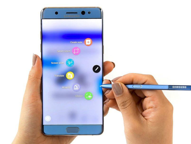 Samsung は 8 月 2 日(米国時間)、米国・ニューヨークで行われた Galaxy Unpacked 2016 イベントで、スタイラスペンによる手描きをサポートした Galaxy Note の第 6